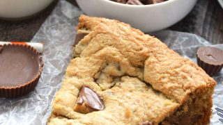 REESE'S Peanut Butter Cup Cookie Pie (Pizookie)