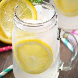 Easy Homemade Lemonade from What The Fork Food Blog | @whattheforkblog | whattheforkfoodblog.com