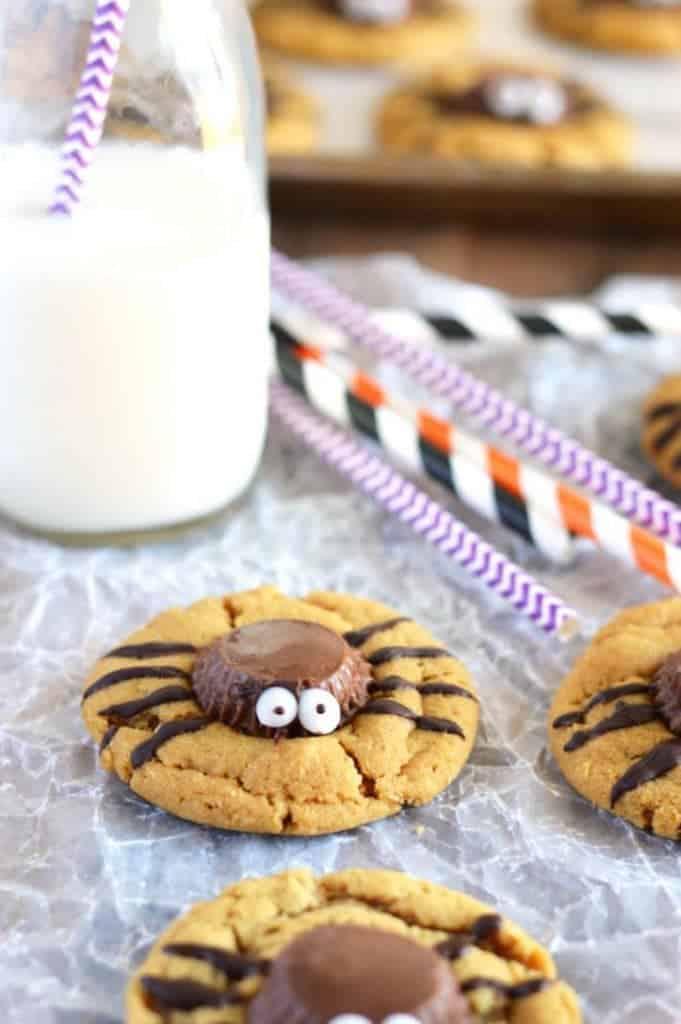 Gluten Free Spider Cookies - perfect for Halloween! Recipe from @whattheforkblog | whattheforkfoodblog.com