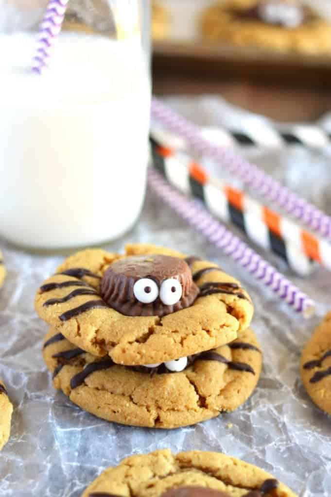 Gluten Free Spider Cookies - perfect for Halloween! Recipe from @whattheforkblog | whattheforkfoodblog.com
