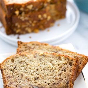 Easy gluten free banana bread, a staple breakfast recipe you'll make again and again. Recipe from @whattheforkblog | whattheforkfoodblog.com | gluten free bread | gluten free breakfast recipes | easy gluten free recipes