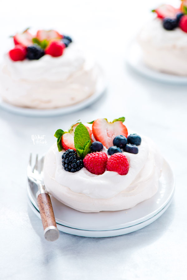 baked and assembled mini pavlova recipe ready to be served