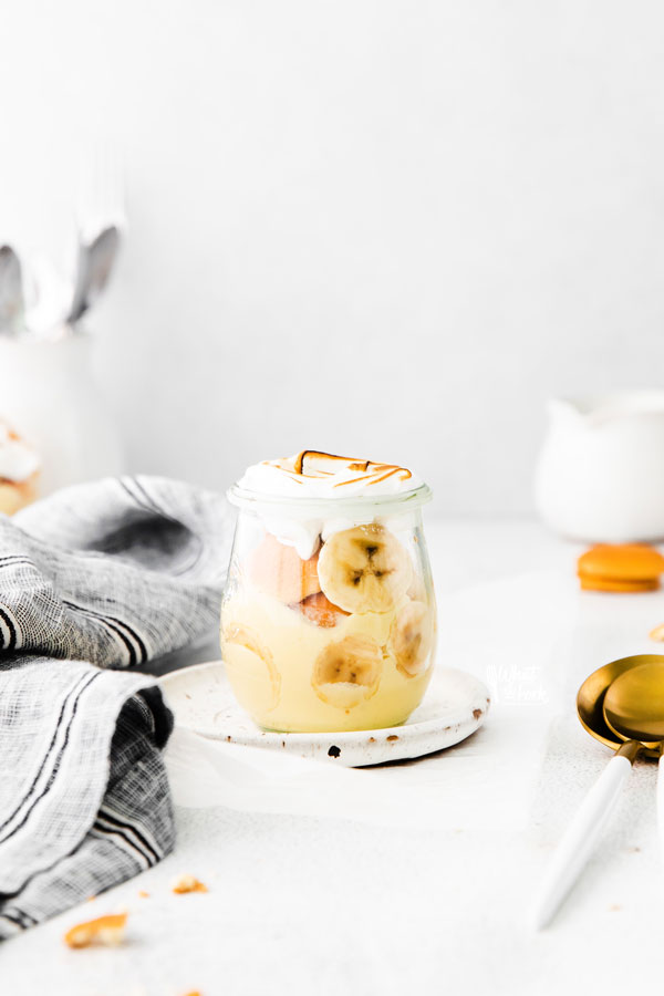 ready to serve gluten free banana pudding recipe in an individual Weck tulip jar